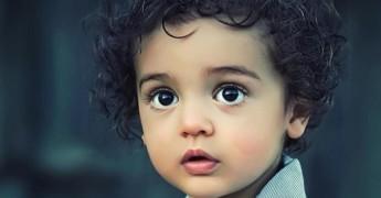 enfant-seul-brun-violence